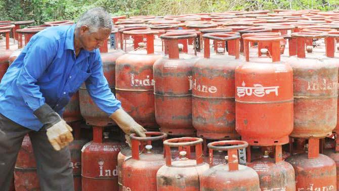 फिर बढ़े 49.50रूपये रसोई गैस के दाम, सीएनजी में भी दो रुपये की ब्रद्धि