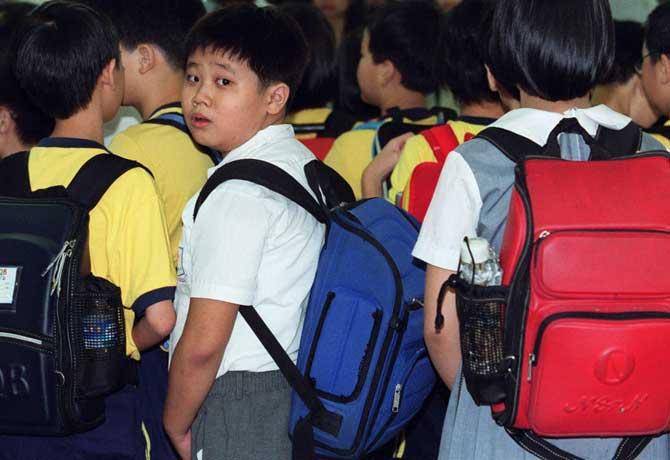 बस्ते के बोझ में कब तक घुटेगा बचपन?