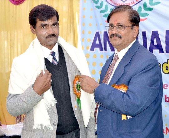 सम्मान समारोह आयोजित