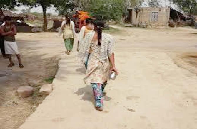 मोदी की 'चाह' और  सरकारी तंत्र बेराह, खुले में शौच जाना महिलाओं की मजबूरी