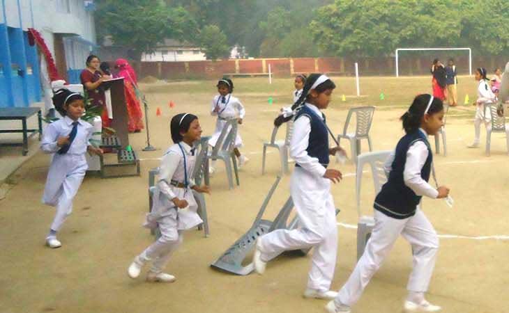 स्कूलों में सुरक्षित पठन-पाठन को बनाएं बाउण्ड्रीवाल:डीएम