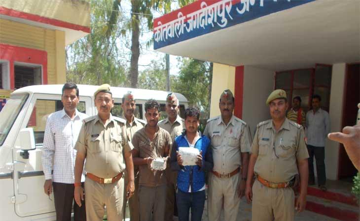 जगदीशपुर पुलिस ने बदमाशों को गिरफ्तार कर बोलेरो को किया सीज
