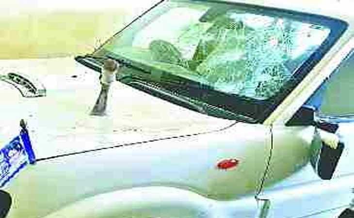 तांडव करने आयी  पुलिस ने पूर्व विधायक की जमकर की पिटाई