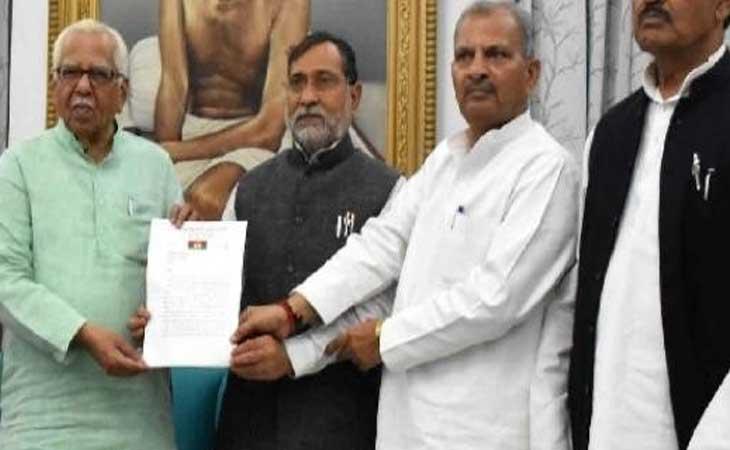 सपा नेताओं ने राज्यपाल को सौंपा ज्ञापन, कानून व्यवस्था के नाम पर लगाये  फर्जी एनकाउंटरके आरोप