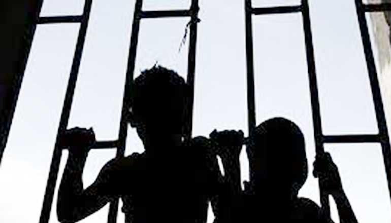 फ़िल्मी अंदाज़ में जेल से फरार हो गए 4 कैदी बच्चे