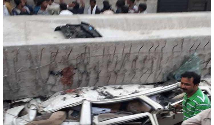 बनारस में स्लैब गिरने से 16 की मौत, निर्माणाधीन पुल के नीचे चालू था ट्रैफिक