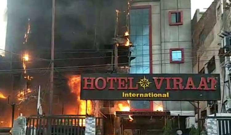 लखनऊ के चारबाग स्टेशन के निकट दो होटल में भीषण आग, पांच की मौत,कई की हालत गंभीर