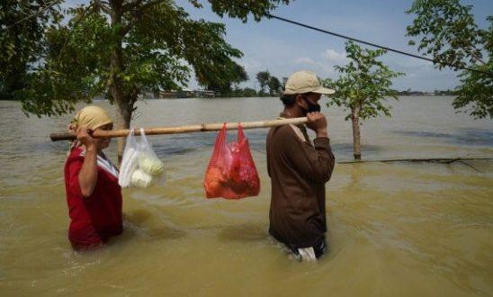इंडोनेशिया में बाढ़ का कहर, 40 गांव हुए प्रभावित - bhaskarhindi.com