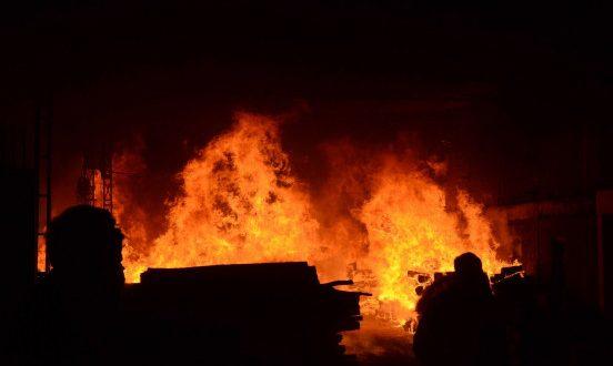 बांग्लादेश की जूस फैक्ट्री में लगी भीषण आग , 51 लोगों की मौत - bhaskarhindi.com