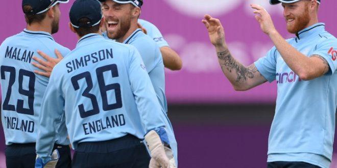 इंग्लैंड की B टीम ने पाकिस्तान को हराया: महमूद के 4 विकेट से पाकिस्तान टीम 141 रन पर सिमटी, फिर क्राउली और मलान ने फिफ्टी लगाकर 9 विकेट से जिताया